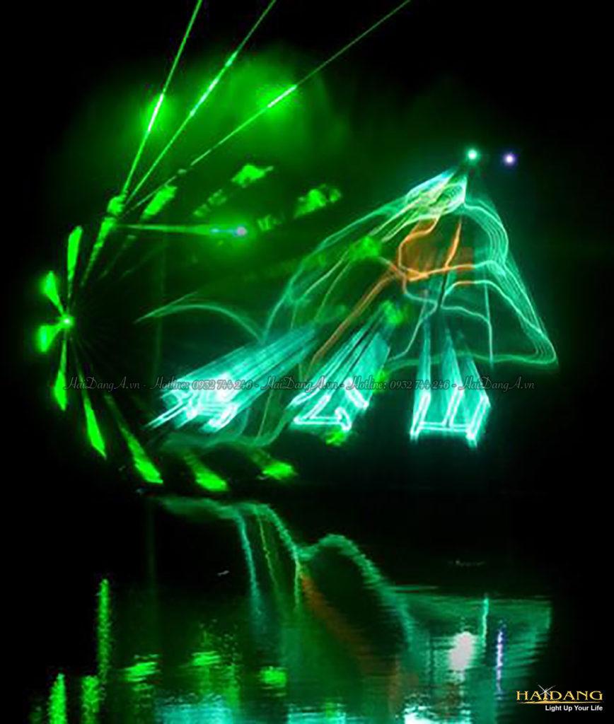 Trình chiếu ánh sáng đèn Laser vào màn hơi nước lung linh huyền ảo