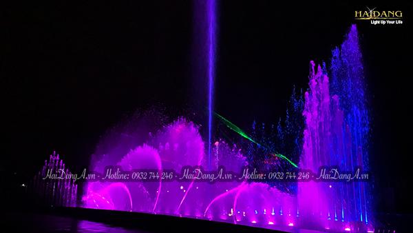 Đài phun nhạc nước với cụm phun múa vẫy kết hợp đèn LED Laser chiêu sáng