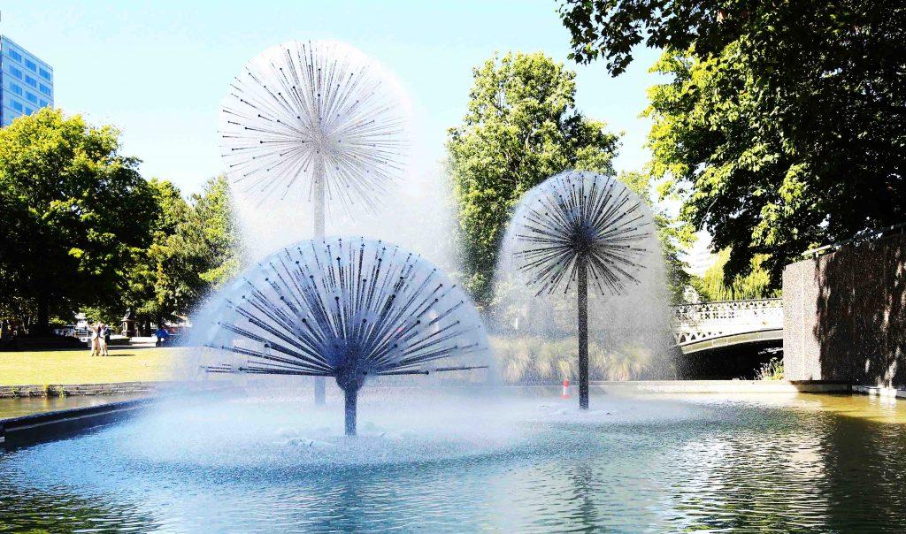 Ứng dung đầu phun Water Hemisphere tạo hình quả cầu và bán cầu nước