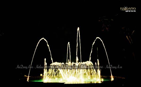 Bộ phun 04 tia cầu vồng đa sắc tại đài phun nhạc nước Biệt thự Hồng Trung