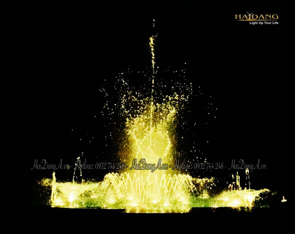 Bộ phun hoa Loa Kèn tô điểm cho cột nước trung tâm tuyệt đẹp tại đài phun nhạc nước Biệt thự Hồng Trung