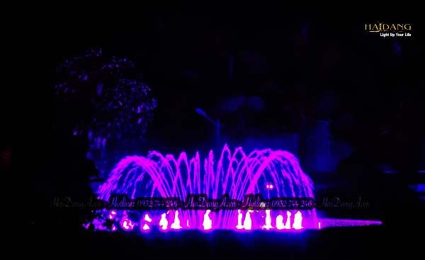 Bộ phun tia nước đơn từ trong ra ngoài tại đài phun nhạc nước biệt thự Hồng Trung
