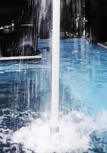 Cột nước tạo thành từ 64 tia nước đơn nhỏ có đường kính 3.5 mm