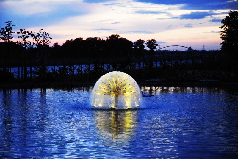 Ứng dụng đầu phun Water Hemisphere ở đài phun giữa hồ nước