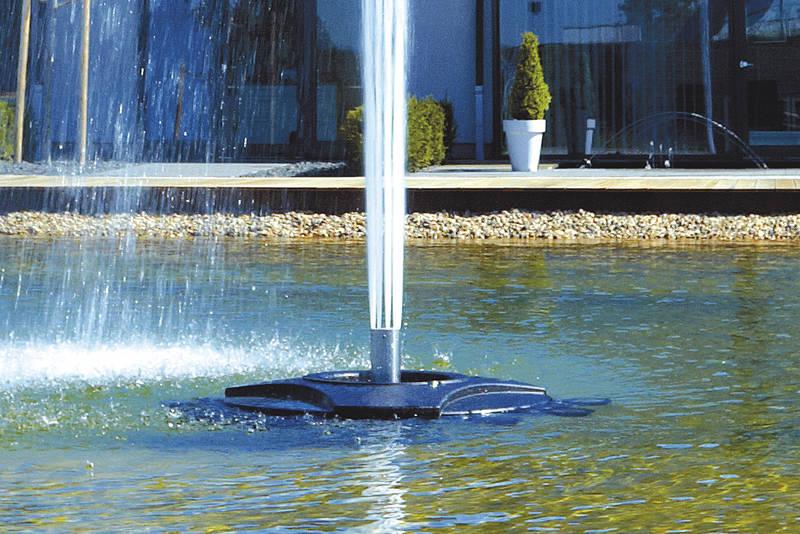 Cột nước tạo thành từ 9 tia đơn nhỏ của Geyser Jet 30